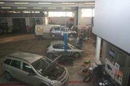 riparazione di auto